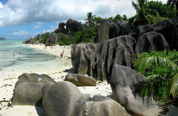 من أروع الشواطئ في العالم على خورة فقط ! argent.png