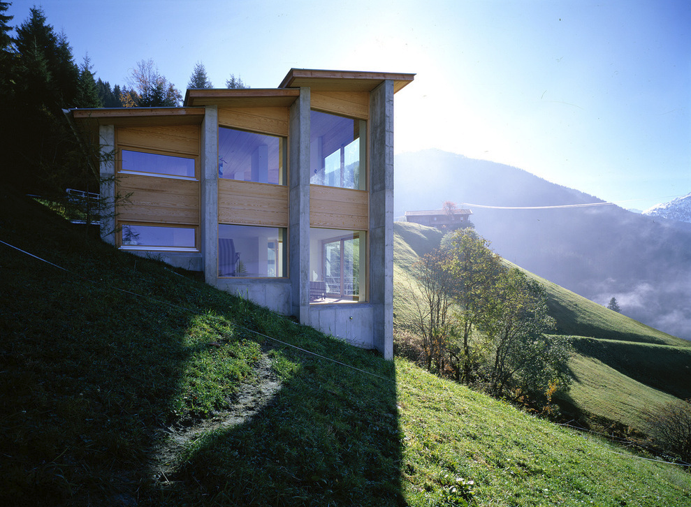 Ideasgn blogspot studio house for a pianist for Building a house on a slope