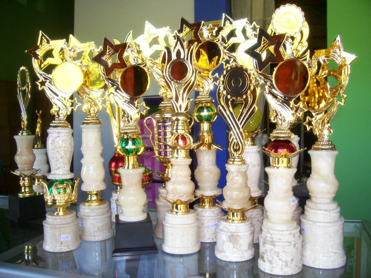 piala onix, trophy onix,piala onik,agen piala, asaka trophy, grosir piala, jual piala, jual piala terlengkap, jual trophy, pabrik piala, piala manasik, piala plastik, produksi piala, toko