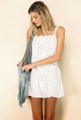 vestido branco renda Farm verão liquidação desconto