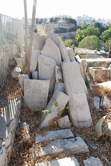 Надгробные плиты в Ираклионе