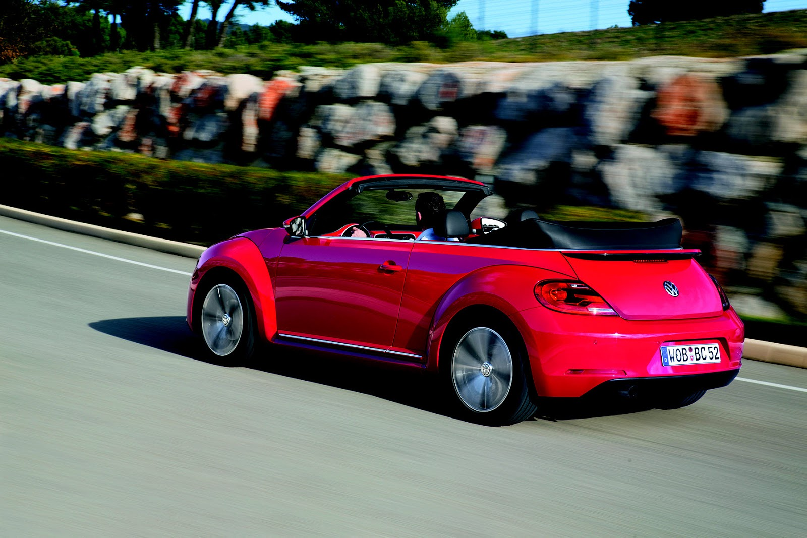 the new volkswagen beetle cabriolet. Black Bedroom Furniture Sets. Home Design Ideas