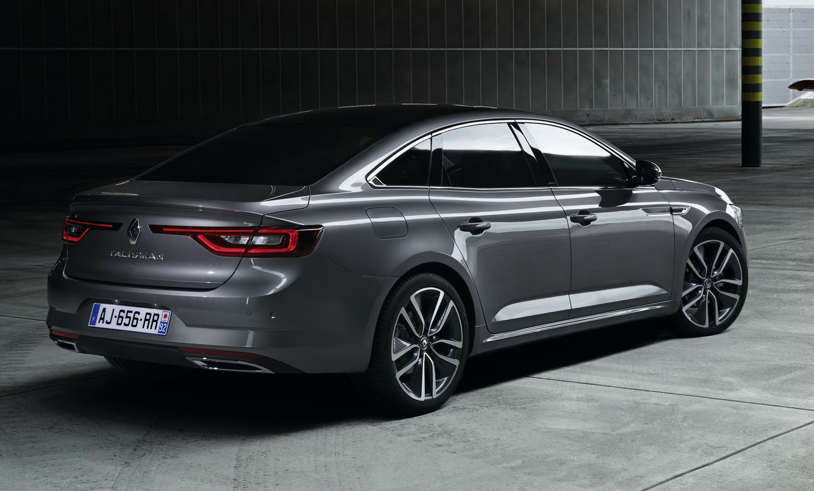 the new renault talisman is out and it s unmistakably. Black Bedroom Furniture Sets. Home Design Ideas