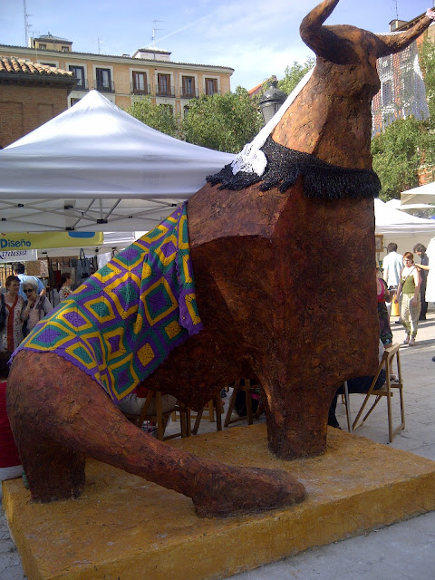 knitted toro at Madrid yarn bombing