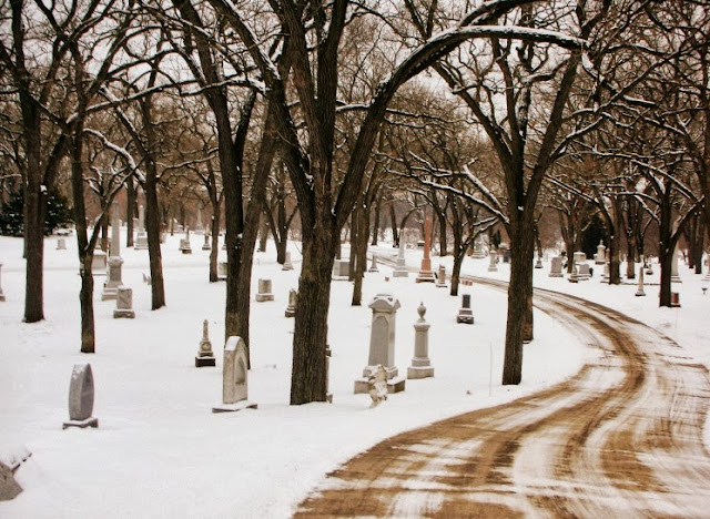 minneapolis lakewood cemetery in january