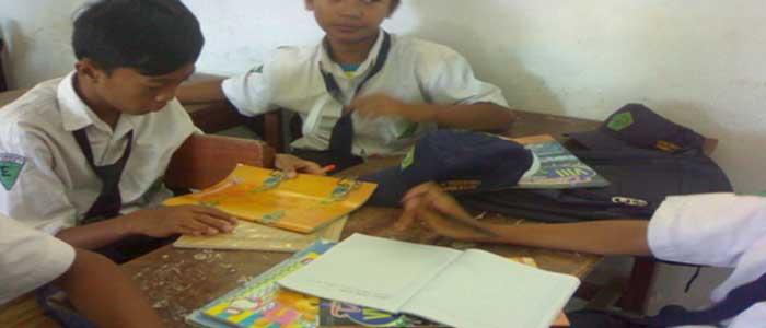 Download Makalah Analisis Karya Sastra Puisi