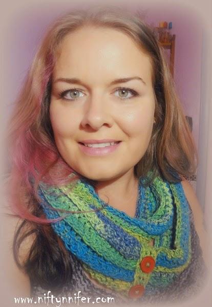 Free Crochet Pattern ~ Budgie Infinity Scarf http://www.niftynnifer.com/2014/09/free-crochet-pattern-budgie-infinity.html #Crochet #Scarf #Infinityscarf
