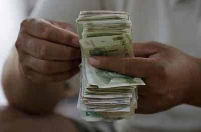 Sequestradores libertam refém pobre e ainda lhe dão dinheiro