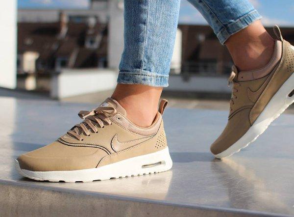 Nike Thea Desert Prem