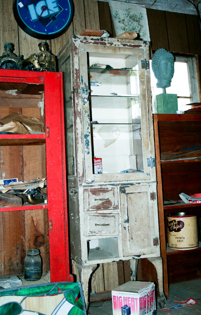 vintage medicine cabinate