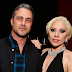 FOTOS HQ: Lady Gaga y Taylor Kinney en el estreno de 'The Forest' en Hollywood - 05/01/16