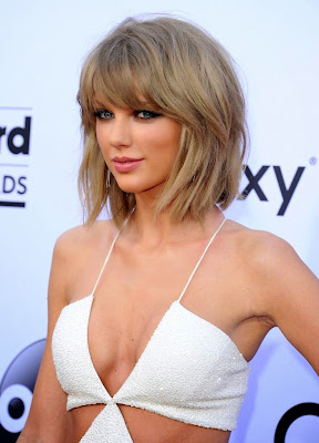 Taylor Swift shows off cleavage at 2015 Billboard Music Awards Red Carpet Dresses