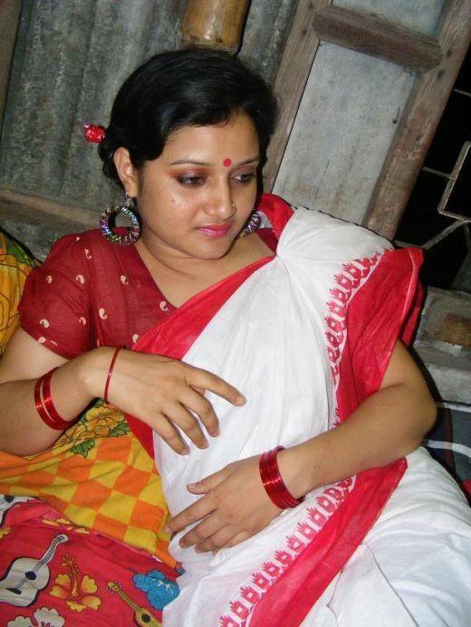 Bengali Bhabhi In Saree