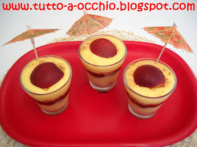 Bicchierini estivi di crema e frutta