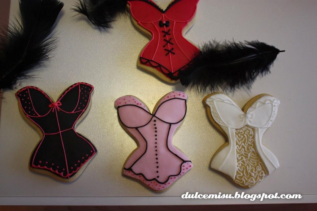 tarta, despedida de soltera, plumas, fondant, dulcemisu, repostería creativa, galletas, corset