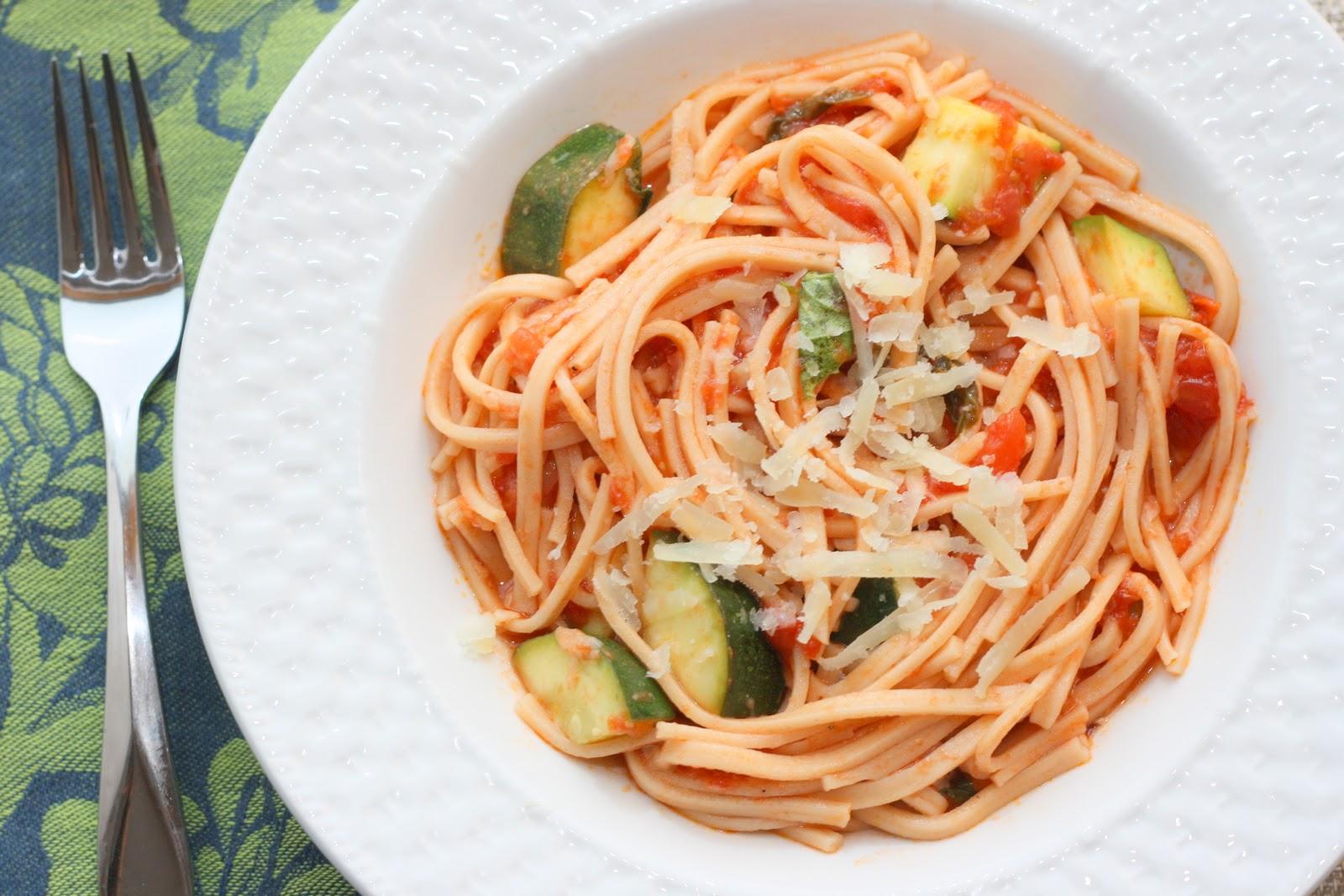 ... Bitchin' Kitchin': Red Onion Pasta with Spicy Zucchini-Tomato Sauce