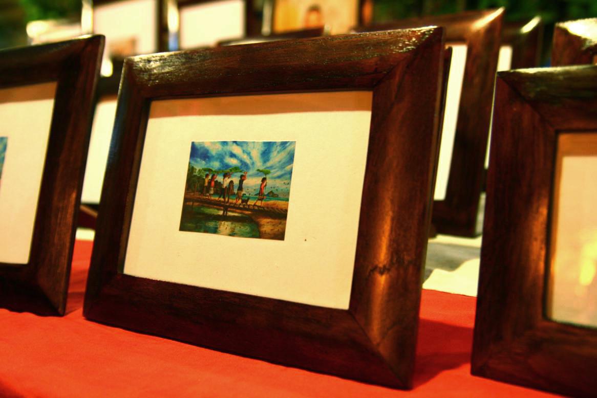 bishi en asia: Marcos de madera de Teca