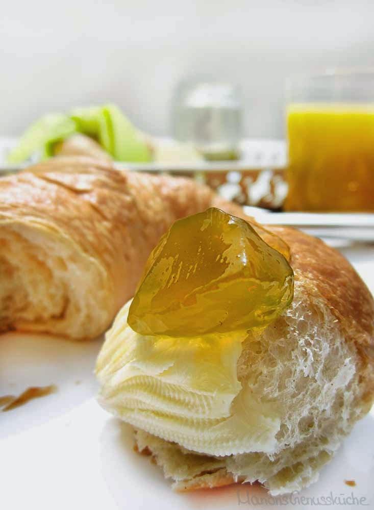 Buttercroissant mit Löwenzahnblütengelee