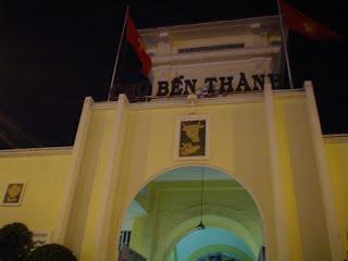 Puerta de entrada Mercado Ben Thanh. Ho Chi Minh. Vietnam
