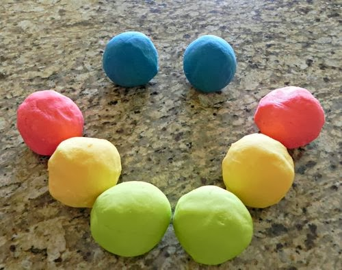 Fatto in casa pongo plastilina colorata per bambini fatta in casa - Casa plastica per bambini ...