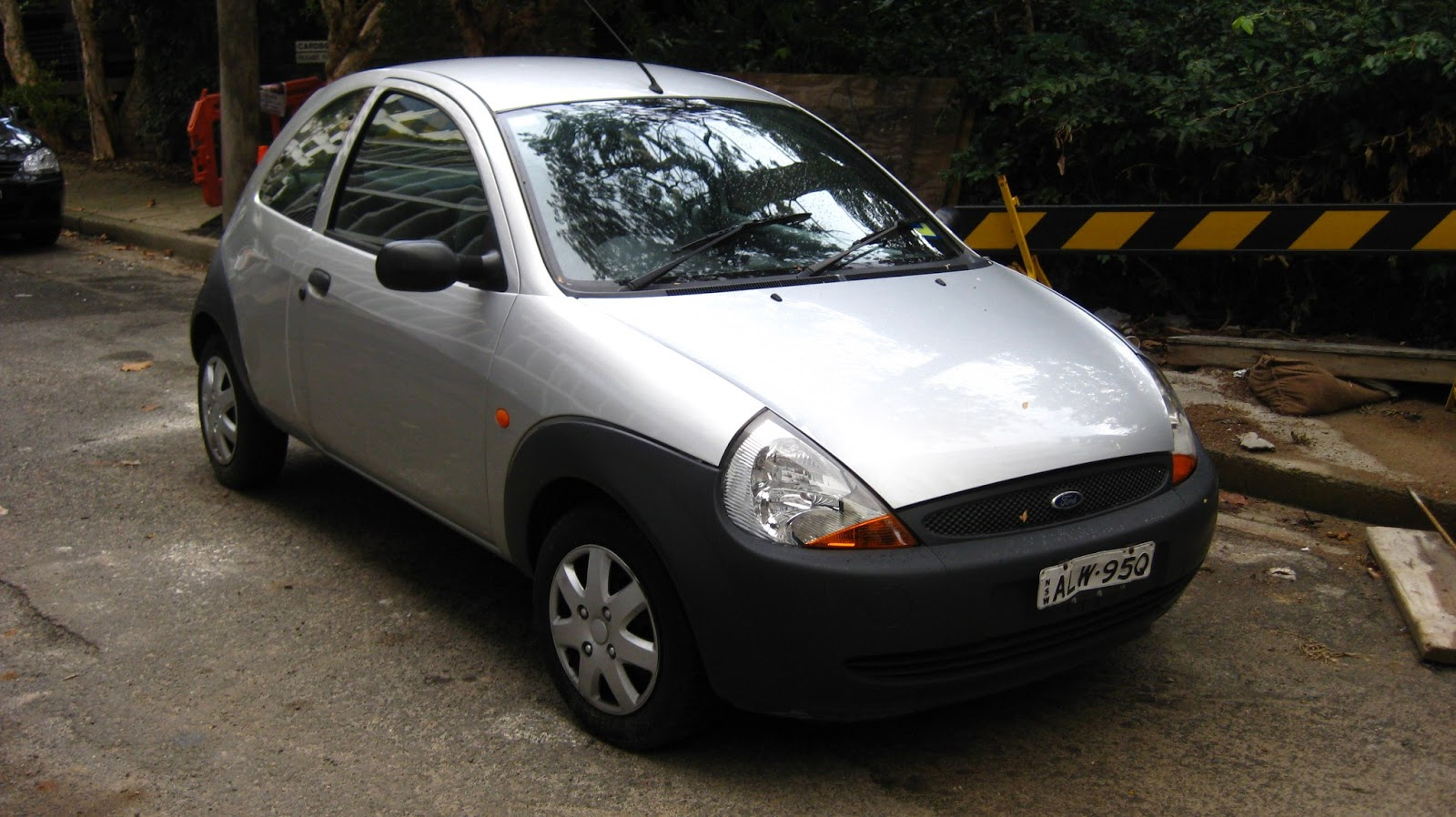 aussie old parked cars 2001 ford ka. Black Bedroom Furniture Sets. Home Design Ideas
