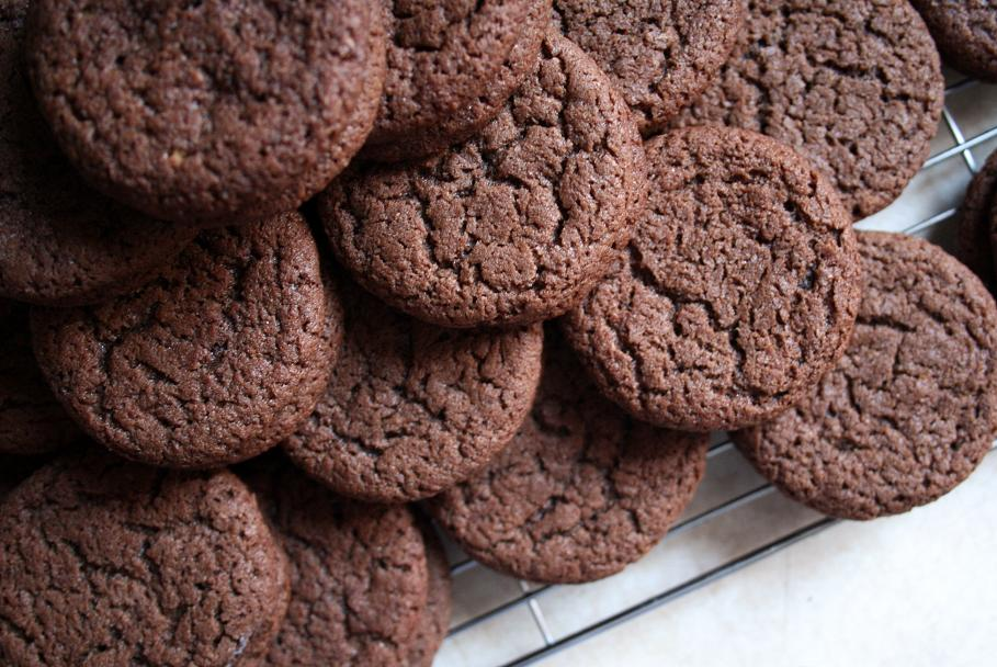 carly's comfort zone: chocolate malt sandwich cookies