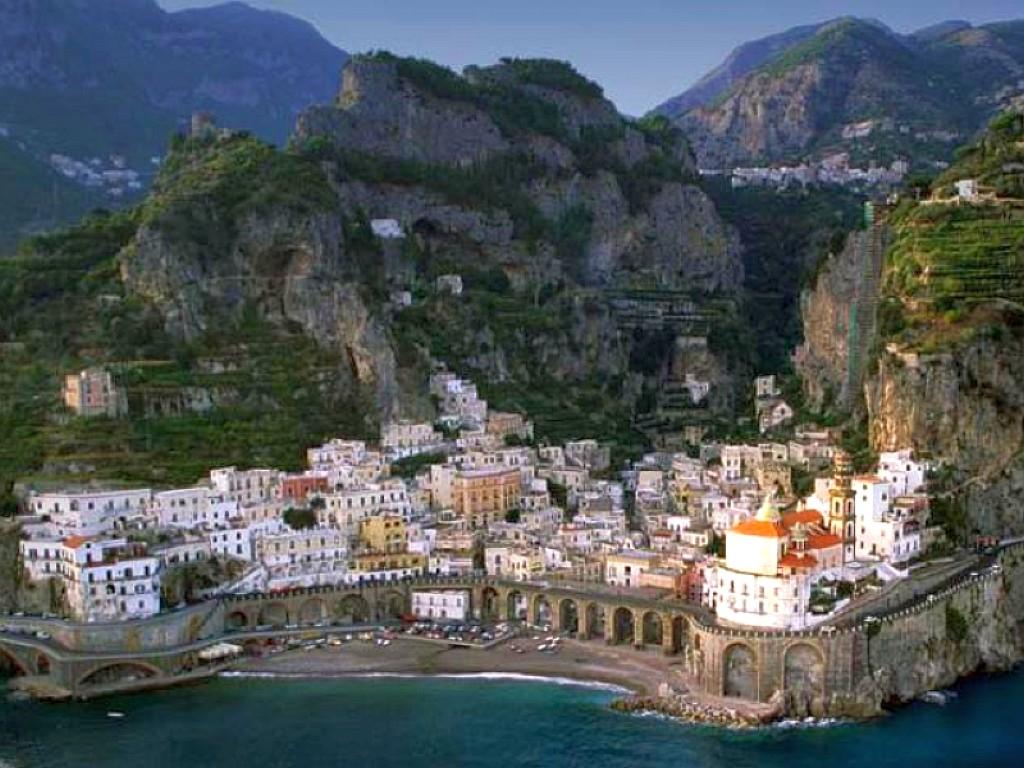 http://1.bp.blogspot.com/-1mGs9LAHdVk/UC4f9jzYyxI/AAAAAAAAE_k/Gl3w85CntKI/s1600/Amalfi+Coast,+Italy+10.jpg
