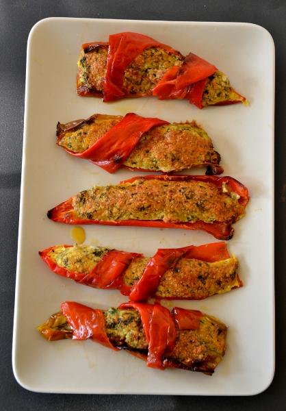 peperoncini rossi ripieni di acciughe, prezzemolo, uovo e parmigiano