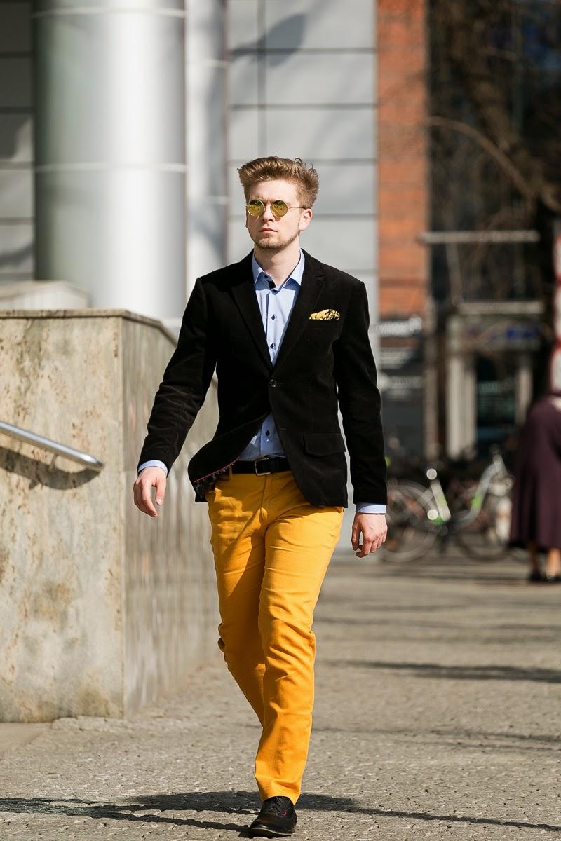 żółte spodnie męskie