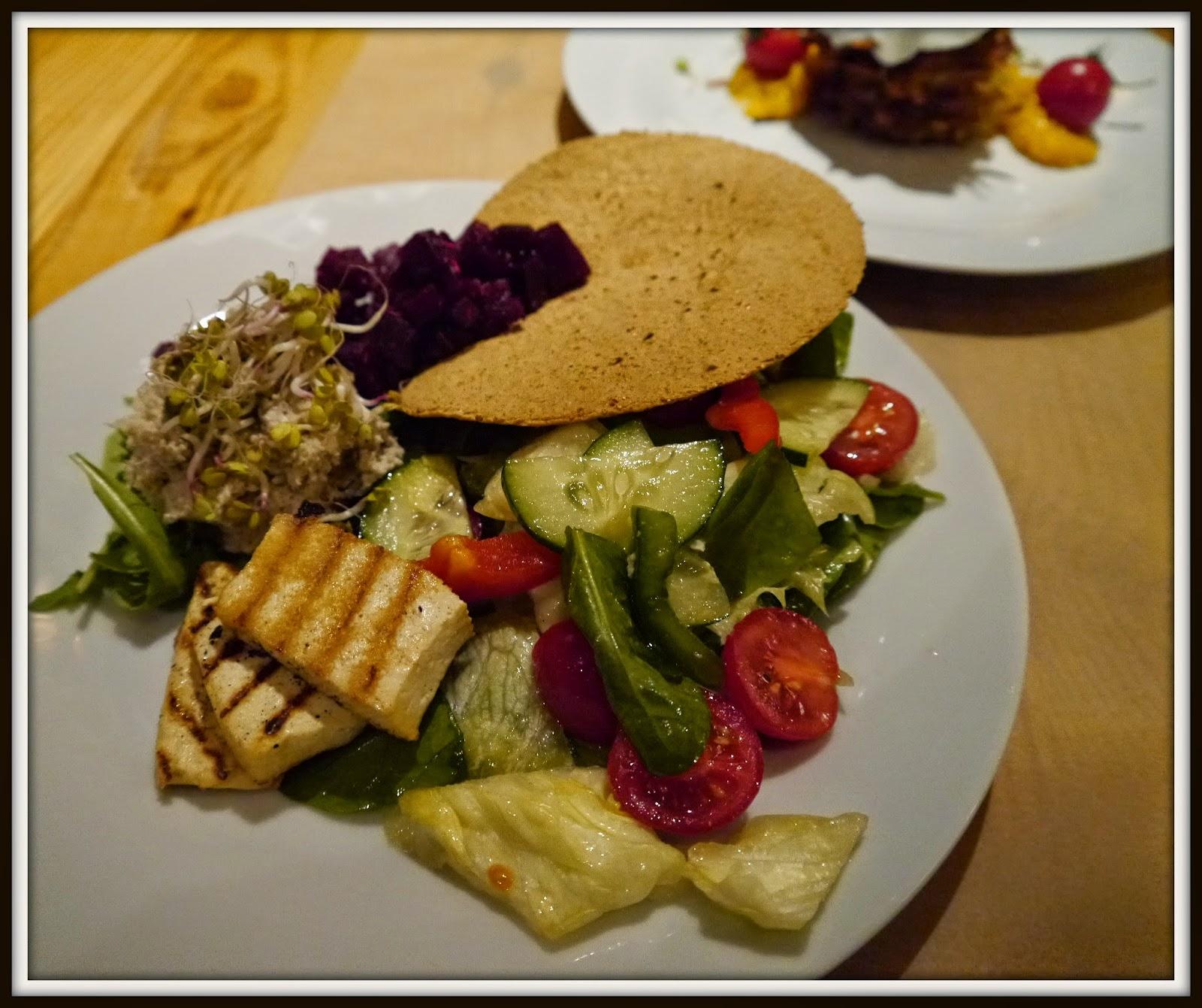 Restauracja wegetariańska, wegańska, bezglutenowa, Wielopole 3, sałatka wiosenna