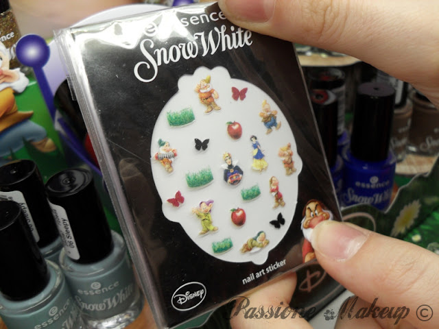 Essence Snow White nail art sticker