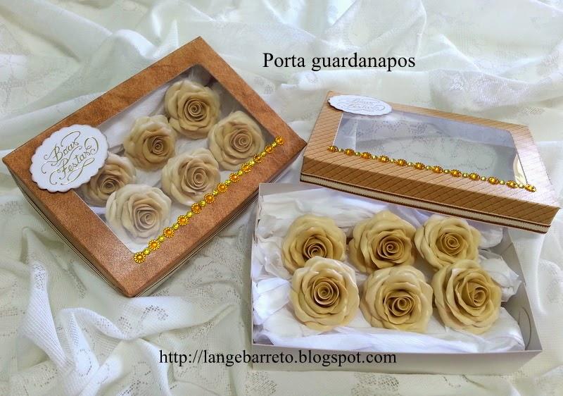 Porta guardanapos com flores porcelana fria