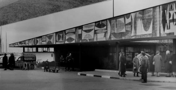 Cannes - La gare maritime et service des îles  Architecte : Georges Buzzi et Guy Lambelin  Céramiques: Roger Capron  Construction : 1954 - 1957