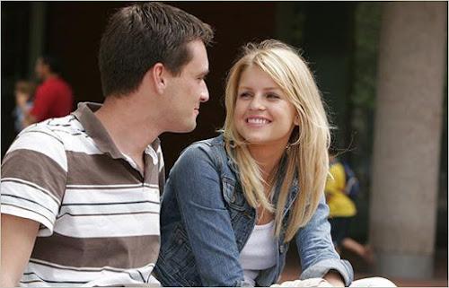 casal paquerando como saber se ela está a fim de você