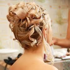 Le Chignon Sous Toutes Ses Formes Chignon De Mariage Cheveux Boucles