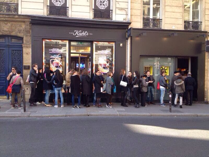 Patisseries - colas Pierre Hermé wait line