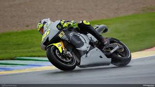 Foto-Yamaha-YZR-M1-Valentino-Rossi_8