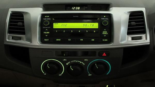 Interior Toyota New Hilux 2012, di Bogor