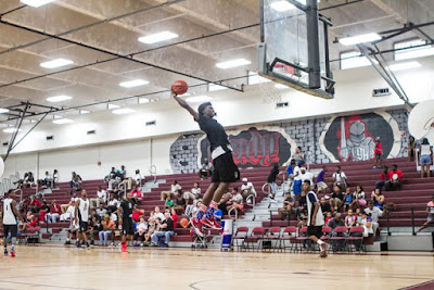 high school player dunking