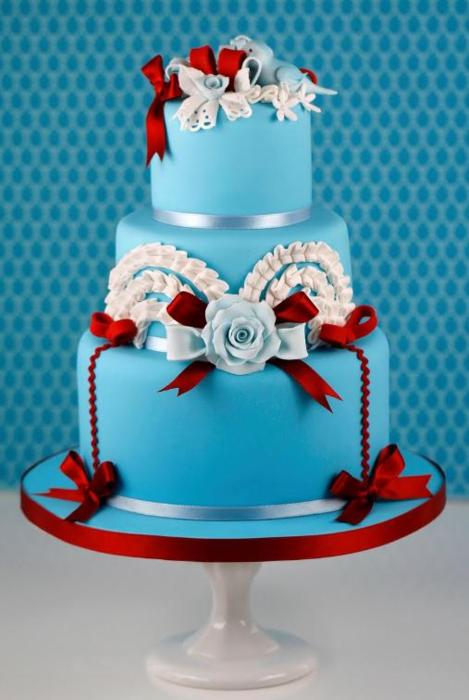 Winter birds turquoise and red wedding cake Such a whimsical pretty winter