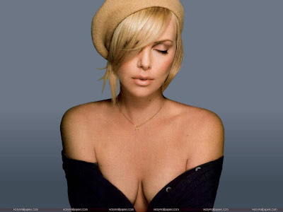Charlize Theron Hot Wallpaper in Black