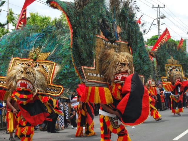 http://www.putraagungtravel.com/2014/04/travel-surabaya-ponorogo.html