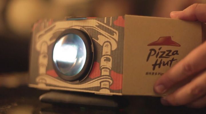 Pizza Hut transforma sus cajas de pizza en proyectores de cine