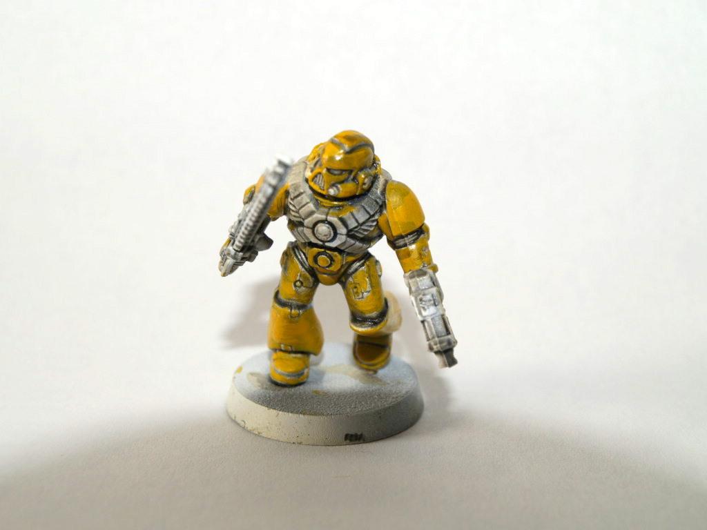 Warhammer freak factory como pintar amarillo for Como pintar puertas placas nuevas