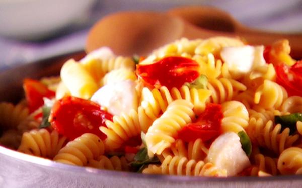 Hiii Today Again Now Our Recipe is Pasta (fusilli) tuna tomato sauce ...