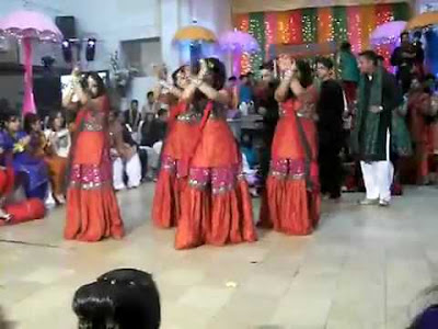 Pakistani Girls Dance In Wedding