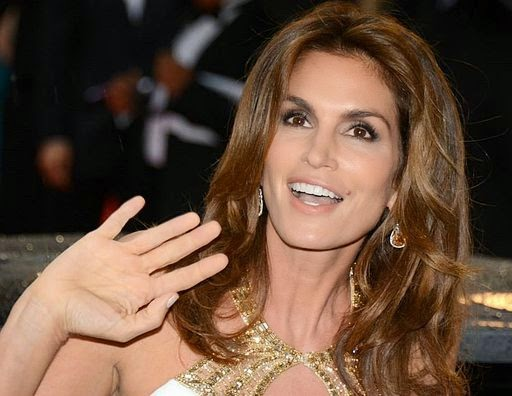 cindy-crawford-waving