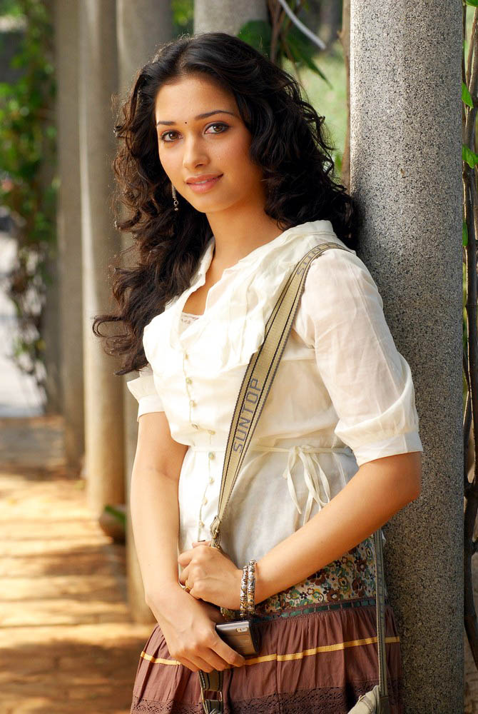 Hot South Actress Tamanna Sizzling