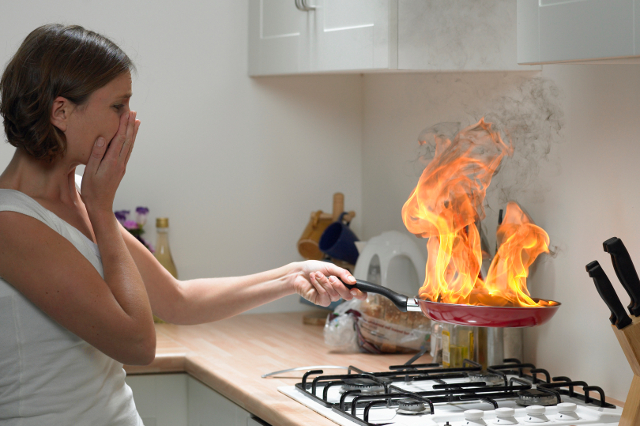 Accidentes comunes en la cocina dralive for Cocinar para 9 personas