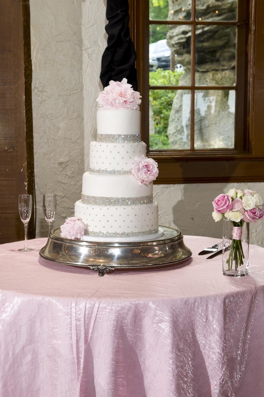 Ashley s Adventures Our Wedding Cakes